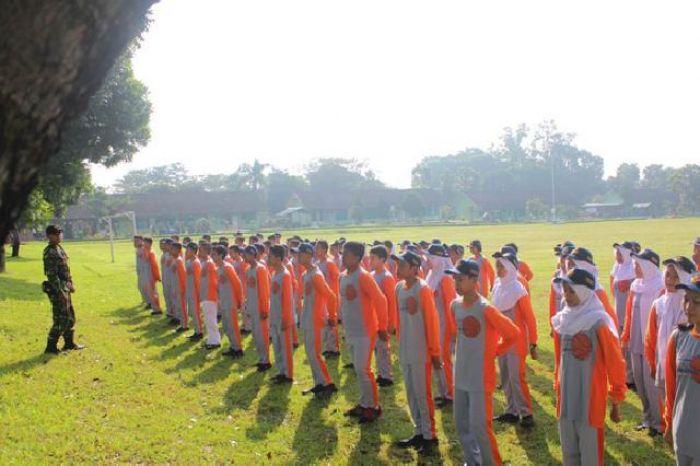 Membentuk KedisiplinanMelalui Latihan Baris Berbaris